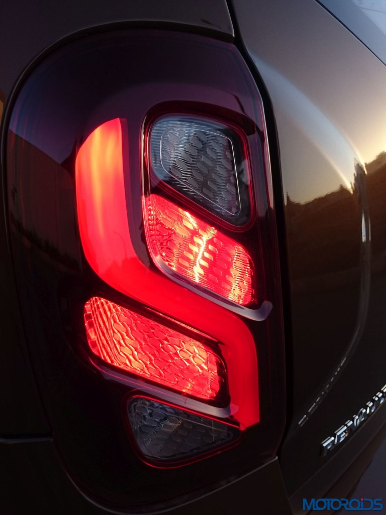 New 2016 Renault Duster waterfall tail light pattern (15)