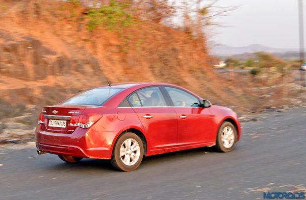 New-Chevrolet-Cruze-75-600x393