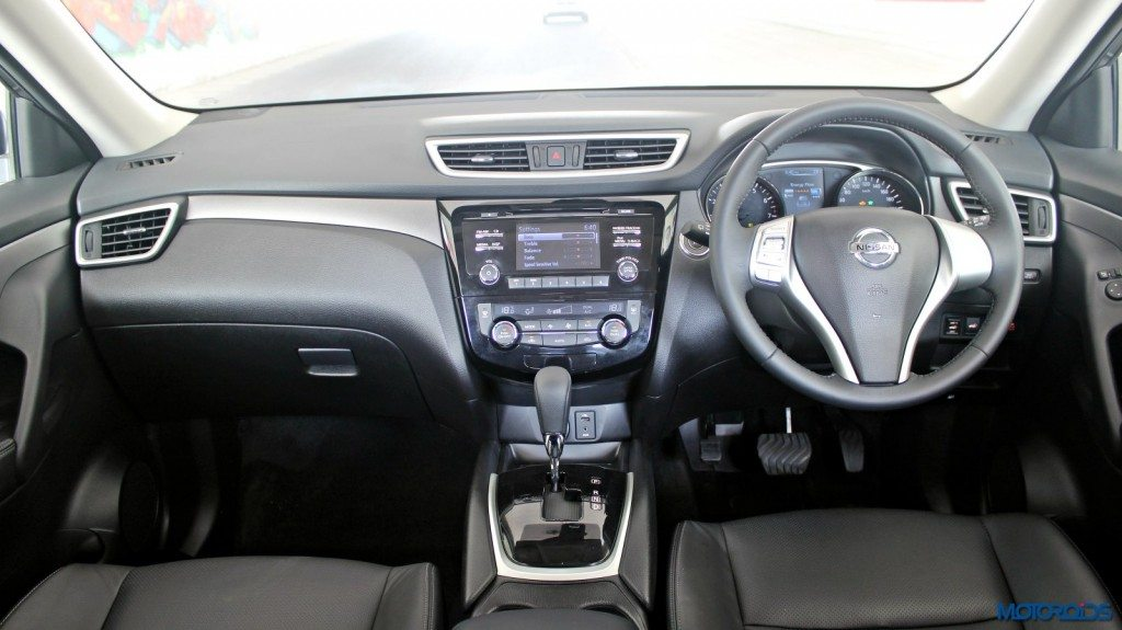 new 2016 Nissan X-Trail Hybrid India dashboard (2)