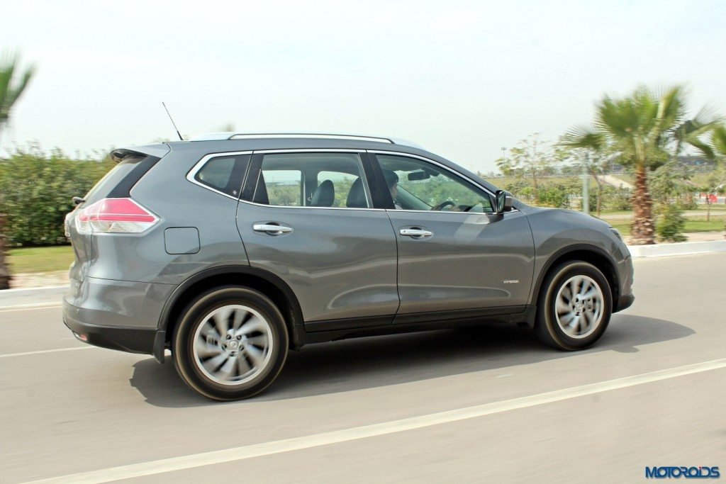 new 2016 Nissan X-Trail Hybrid India grey action (5)