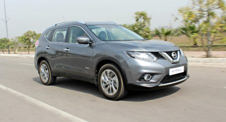 new 2016 Nissan X-Trail Hybrid India grey front (1)