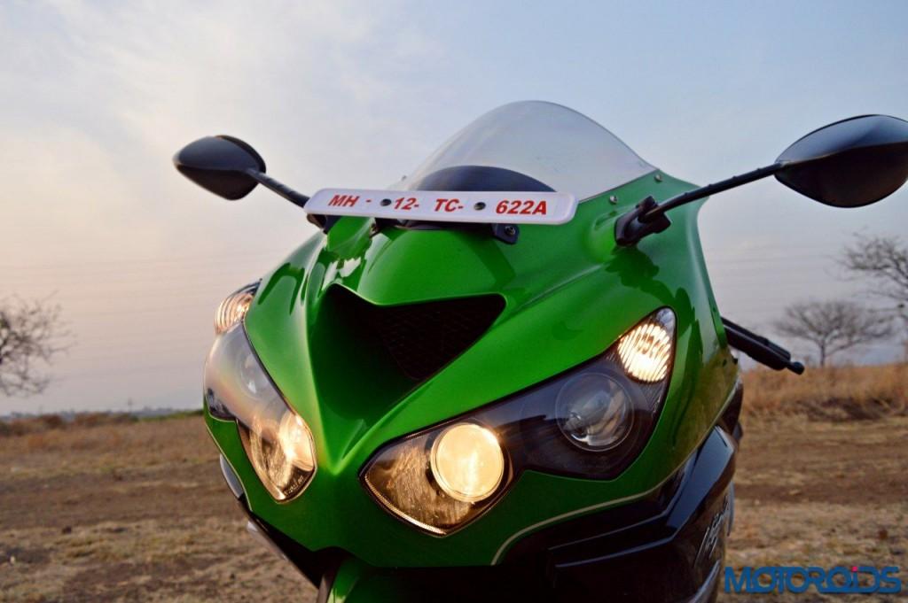 2016 Kawasaki ZX-14R Headlight and Ram air inlet(71)