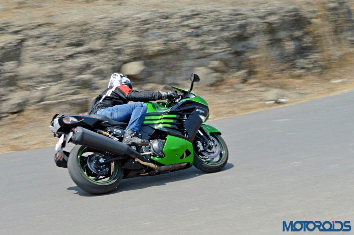 2016 Kawasaki ZX 14R motion shots (49)