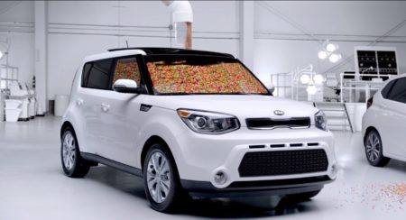 Kia Soul Crossover takes a dig at Honda Jazz/Fit with a Jelly Bean experiment