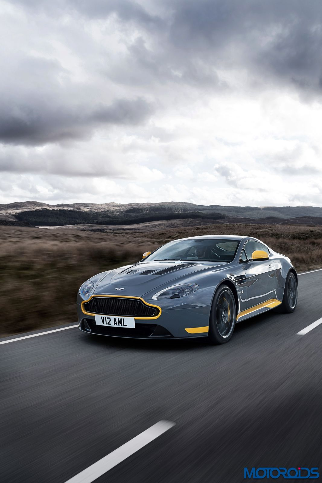 2017 aston martin v12 vantage s gets a 7 speed manual. Black Bedroom Furniture Sets. Home Design Ideas