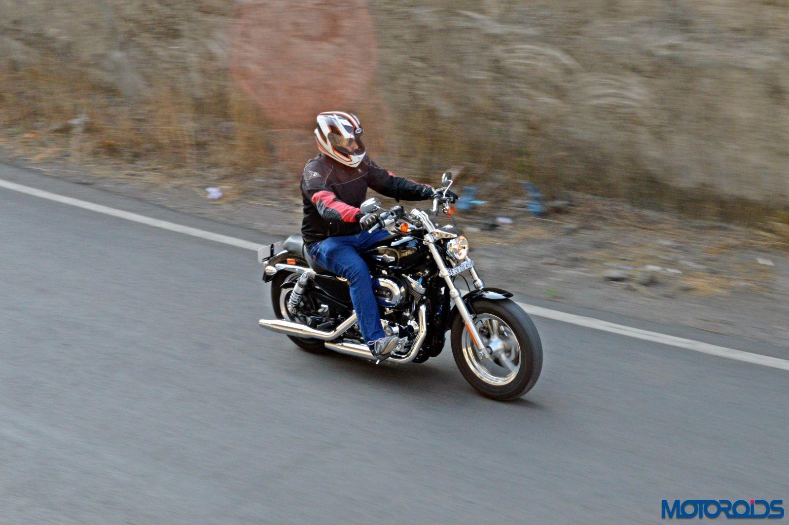 Harley-Davidson 1200 Custom Review - Action Shots (1)