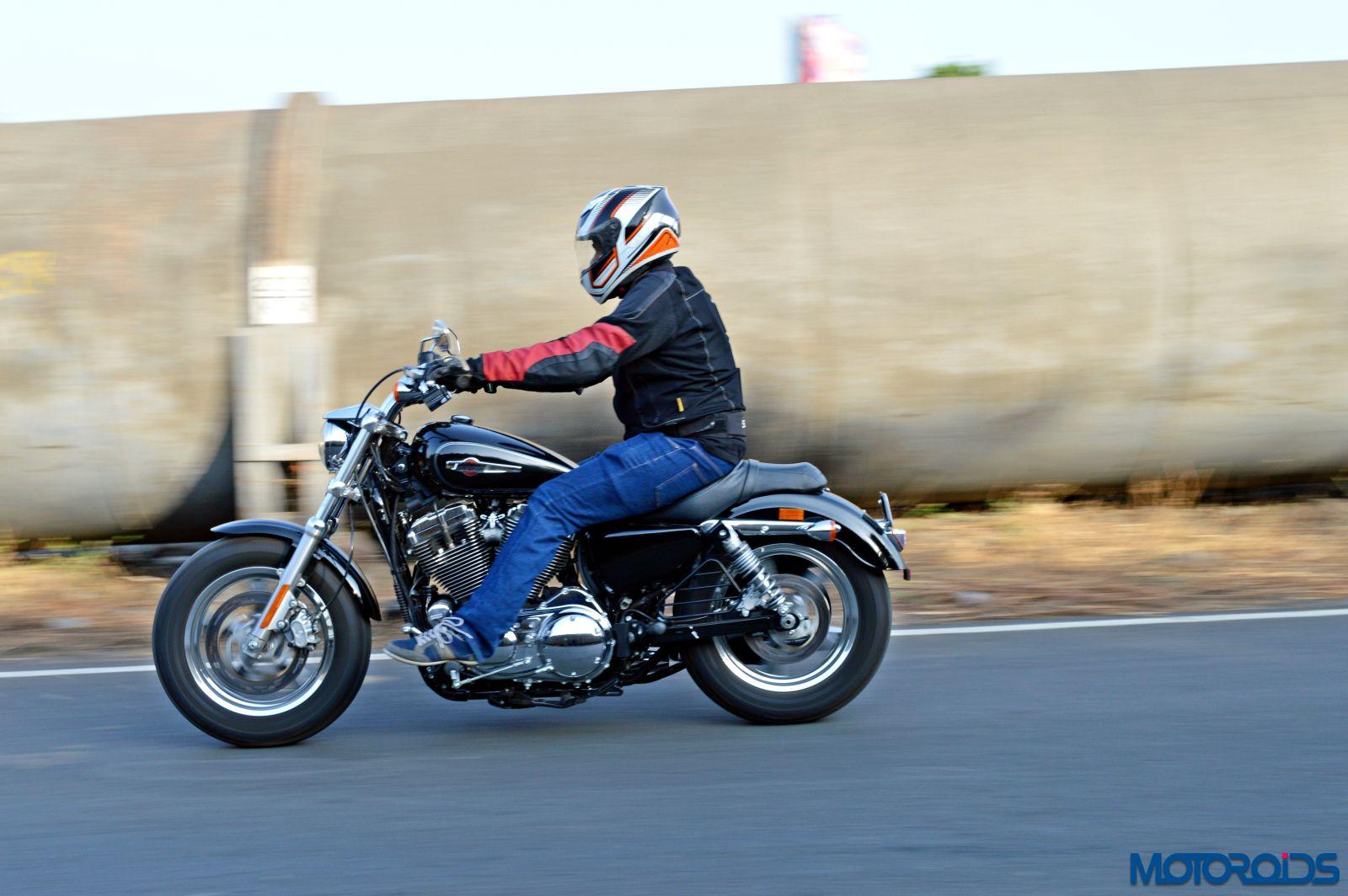 Harley-Davidson 1200 Custom Review - Action Shots (12)