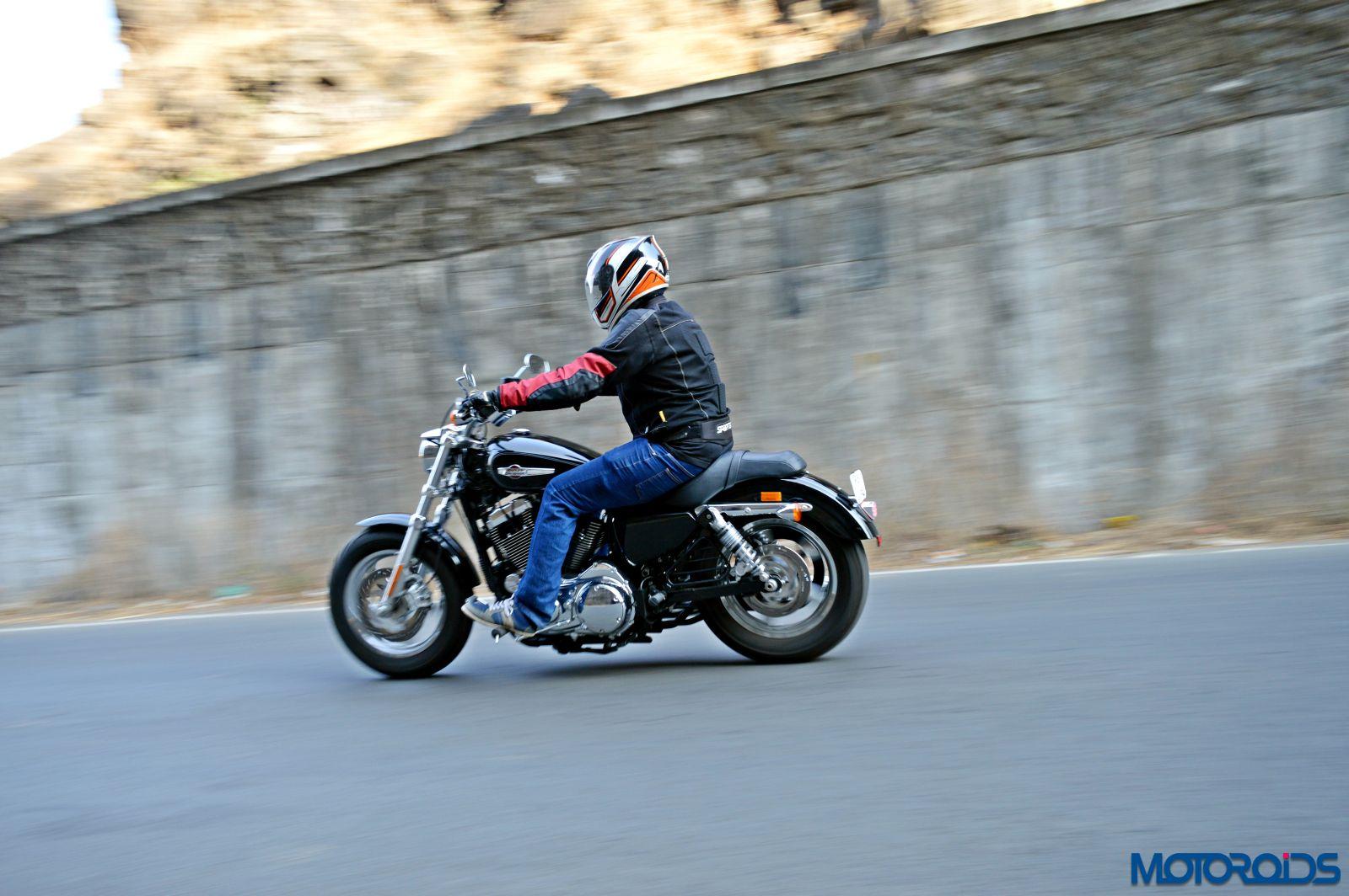 Harley-Davidson 1200 Custom Review - Action Shots (5)