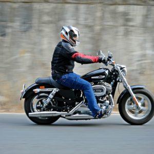 2016 Harley-Davidson 1200 Custom Review : Sporty Smarts