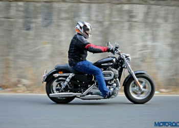 2016 Harley-Davidson 1200 Custom Review : Sporty Smarts