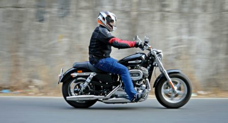 Harley-Davidson 1200 Custom Review - Action Shots (6)