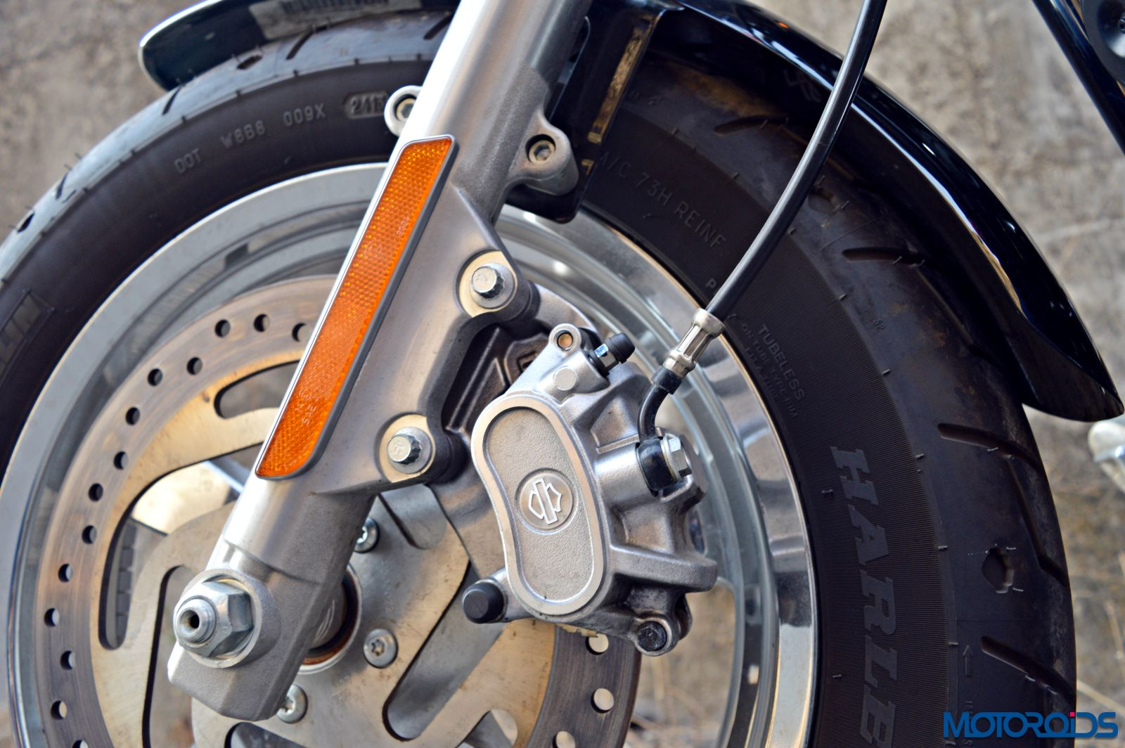 Harley-Davidson 1200 Custom Review - Details - Front Wheel - Brake (2)