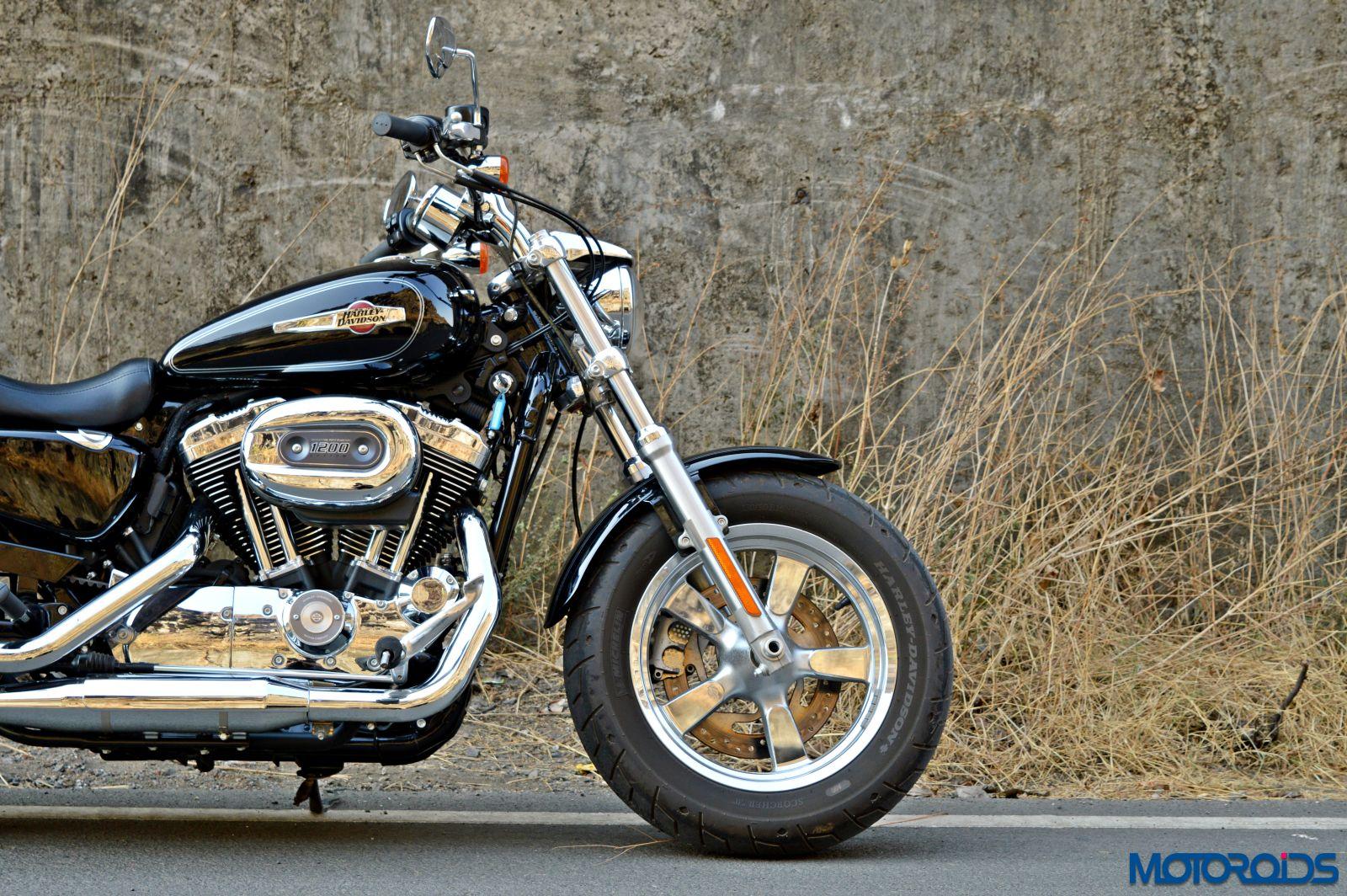 Harley-Davidson 1200 Custom Review - Still Shots (6)