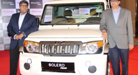 Mr. Veejay Ram Nakra, Senior VP, Sales and Customer Care, Automotive Division, M&M Ltd with Mr. Mahe