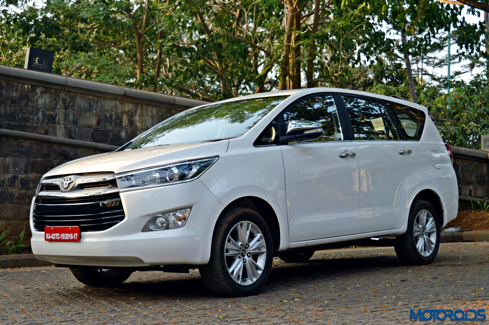 New 2016 Toyota Innova Crysta Launched In India Top Variant Prices Shot Up By More Than 4 Lakh