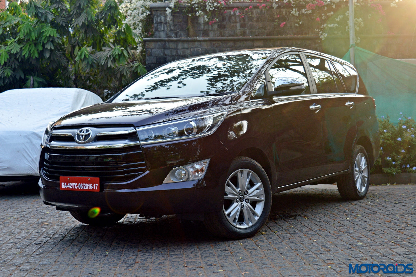 new toyota innova crysta review  2 8 at and 2 4 mt toyota new innova crysta price toyota new innova crysta