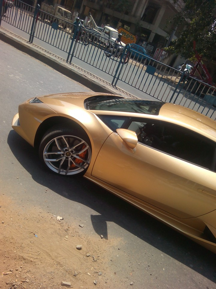 kolkata india 39 s first lady lamborghini owner receives world 39 s first golden coloured huracan. Black Bedroom Furniture Sets. Home Design Ideas