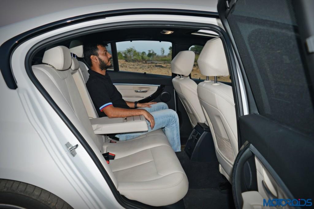 2016 BMW 3 Series 320d M Sport Rear Seat Space (7)