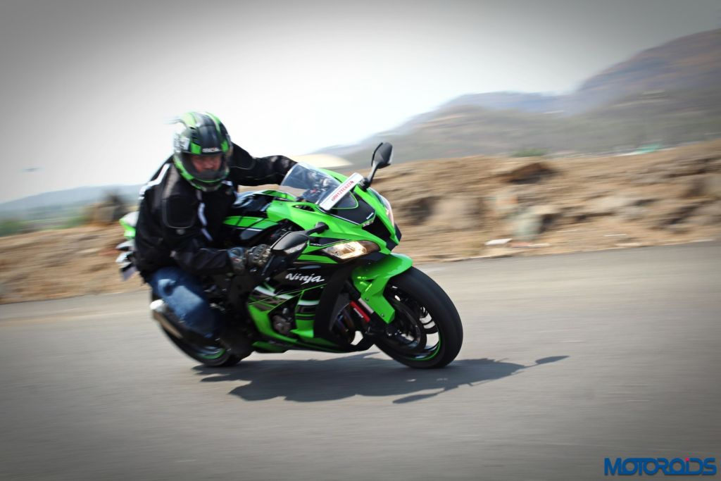 2016 Kawasaki Ninja ZX-10R - Review - Action Shots (12)