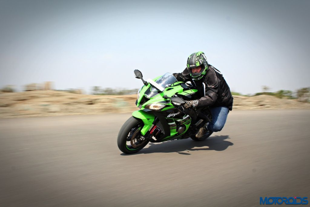 2016 Kawasaki Ninja ZX-10R - Review - Action Shots (13)
