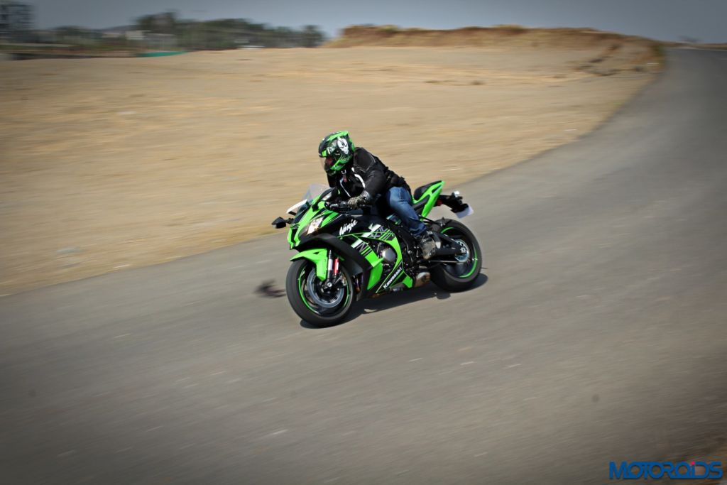 2016 Kawasaki Ninja ZX-10R - Review - Action Shots (16)