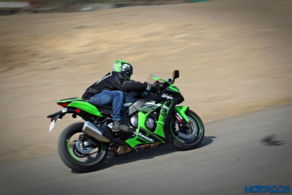2016 Kawasaki Ninja ZX-10R - Review - Action Shots (18)