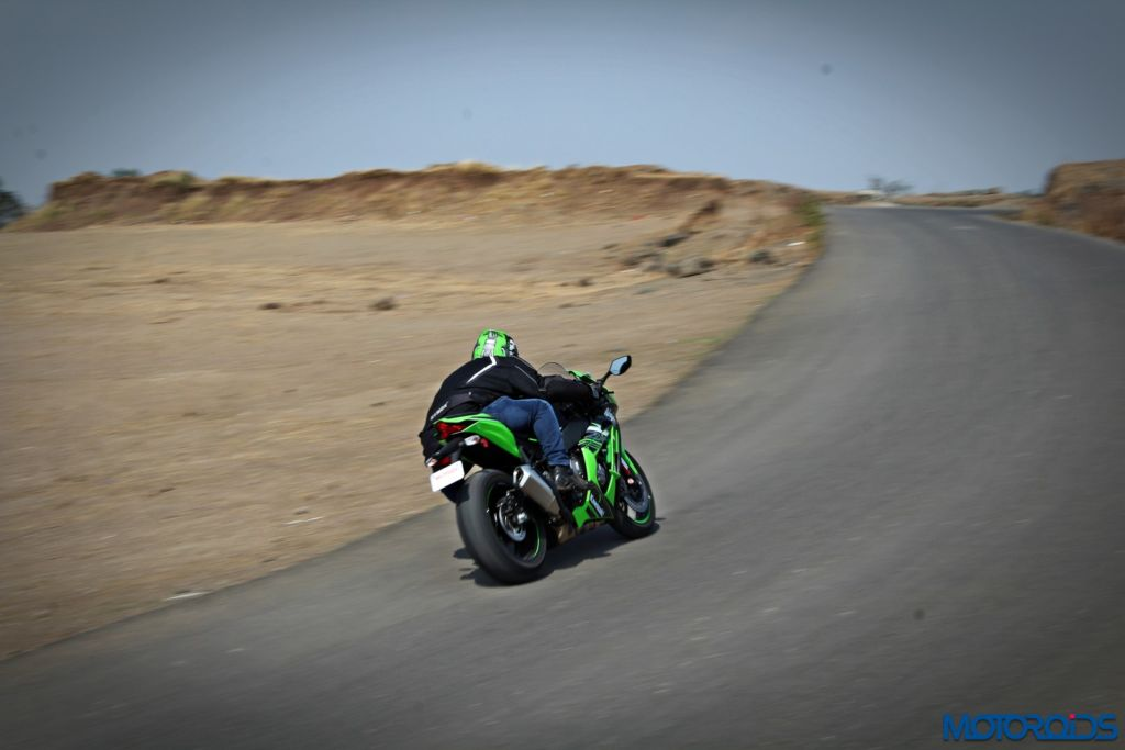 2016 Kawasaki Ninja ZX-10R - Review - Action Shots (19)