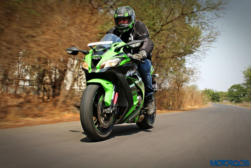 2016 Kawasaki Ninja ZX-10R - Review - Action Shots (2)