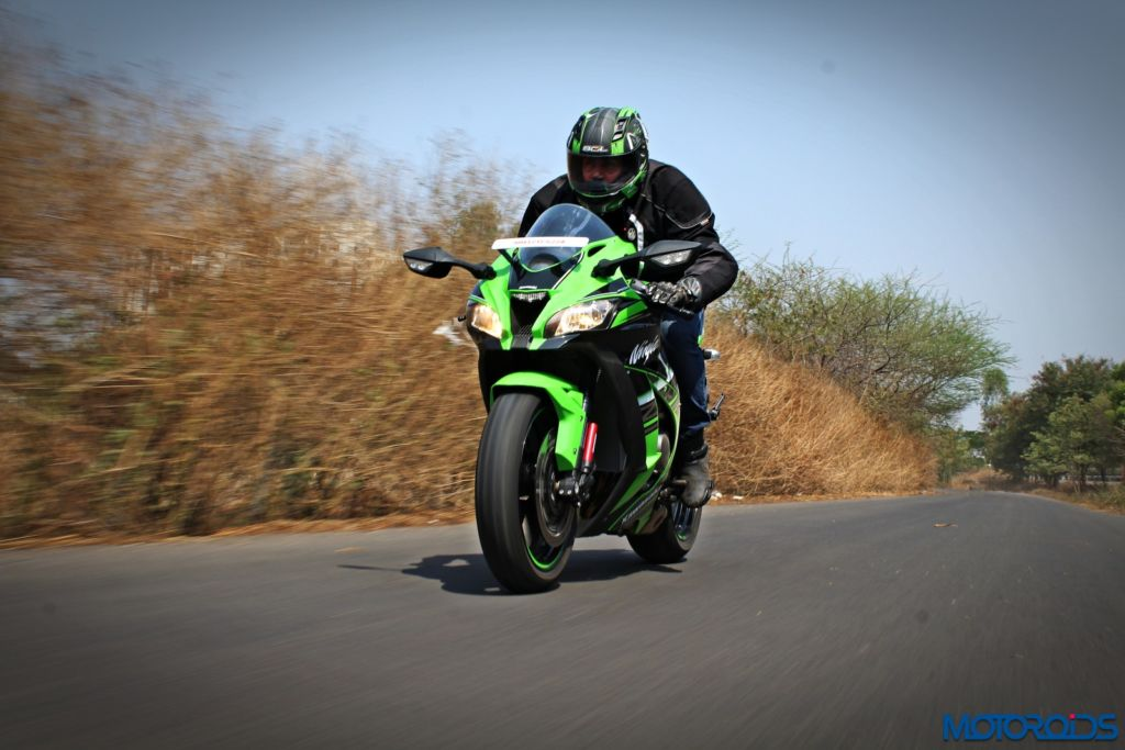 2016 Kawasaki Ninja ZX-10R - Review - Action Shots (5)