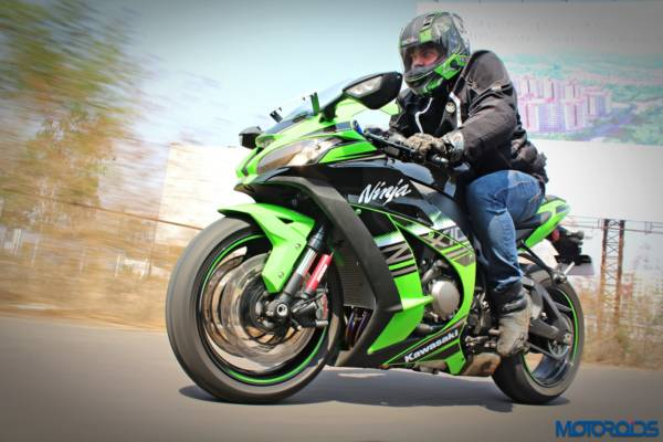 2016-Kawasaki-Ninja-ZX-10R-Review-Action-Shots-6-600x400
