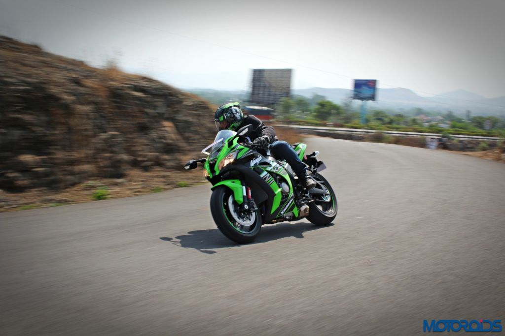 2016 Kawasaki Ninja ZX-10R - Review - Action Shots (8)