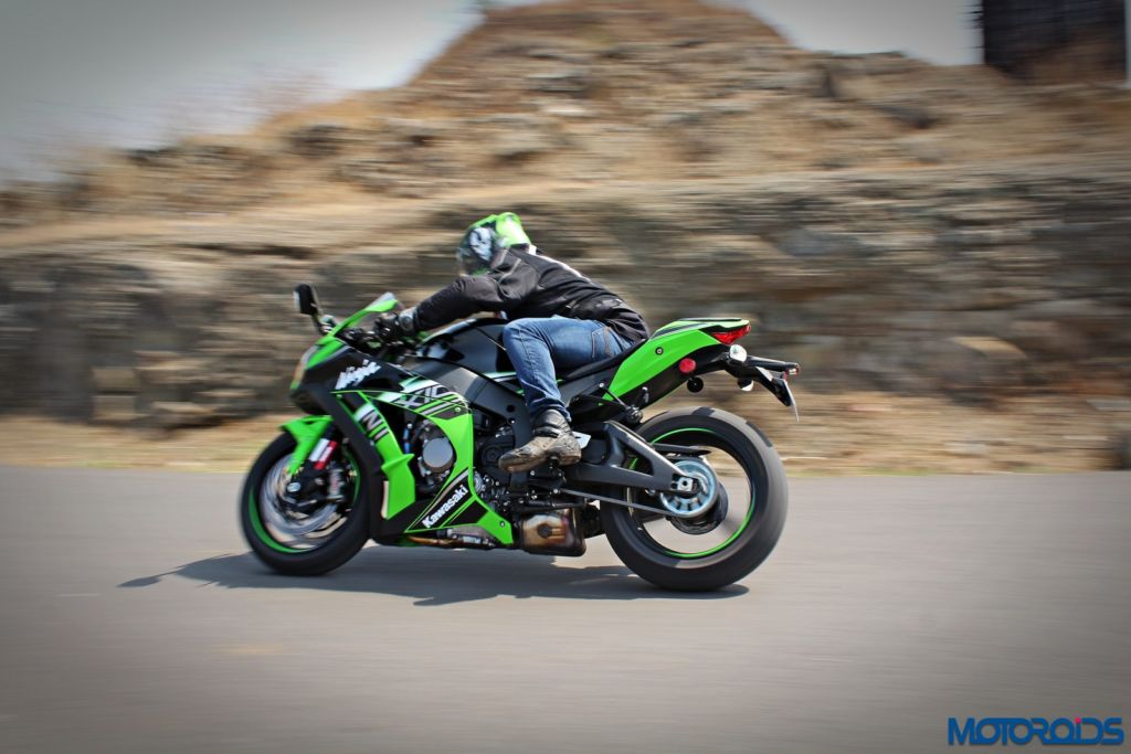 2016 Kawasaki Ninja ZX-10R - Review - Action Shots (9)