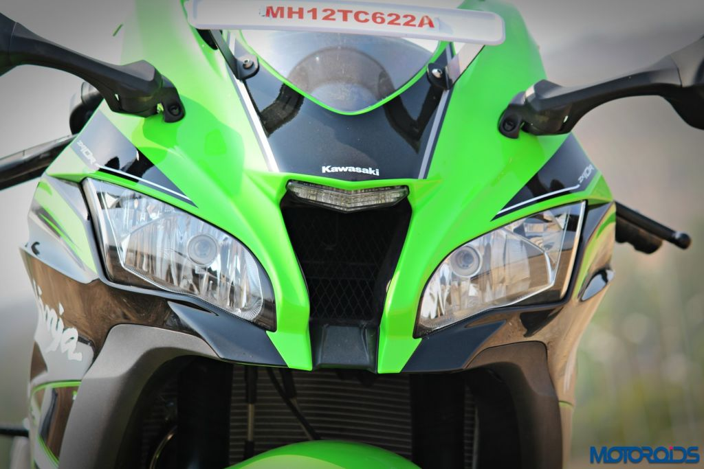 2016 Kawasaki Ninja ZX-10R - Review - Details - Headlight (3)