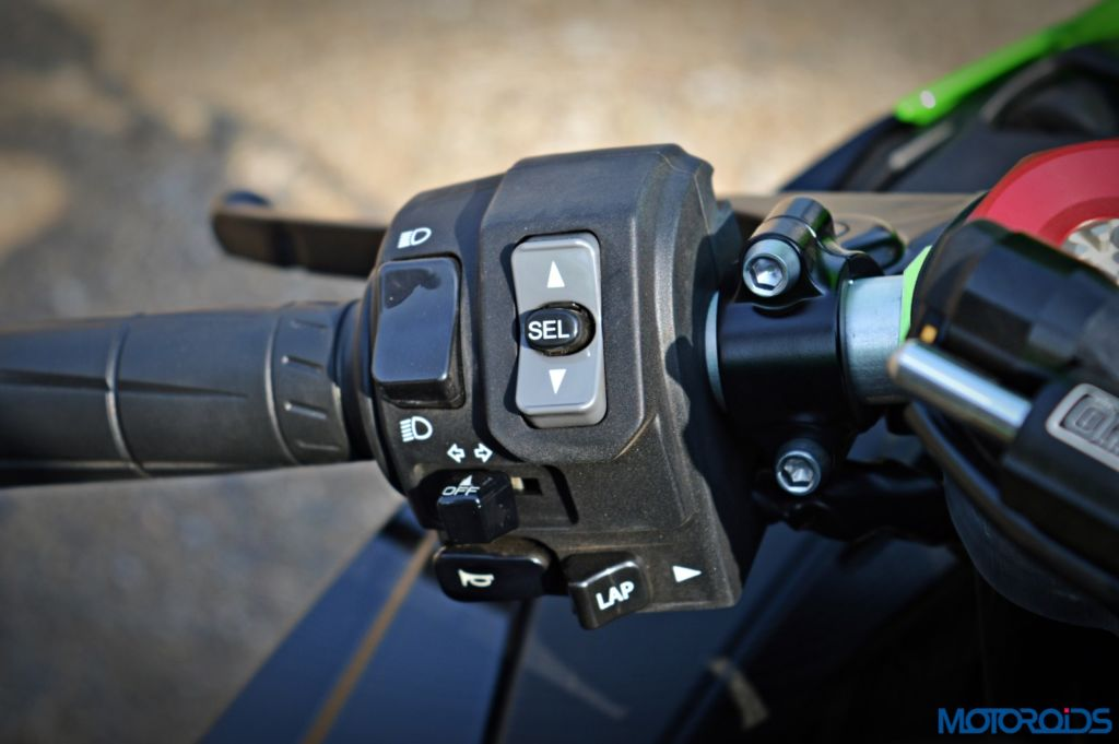 2016 Kawasaki Ninja ZX-10R - Review - Details - Switchgear (1)