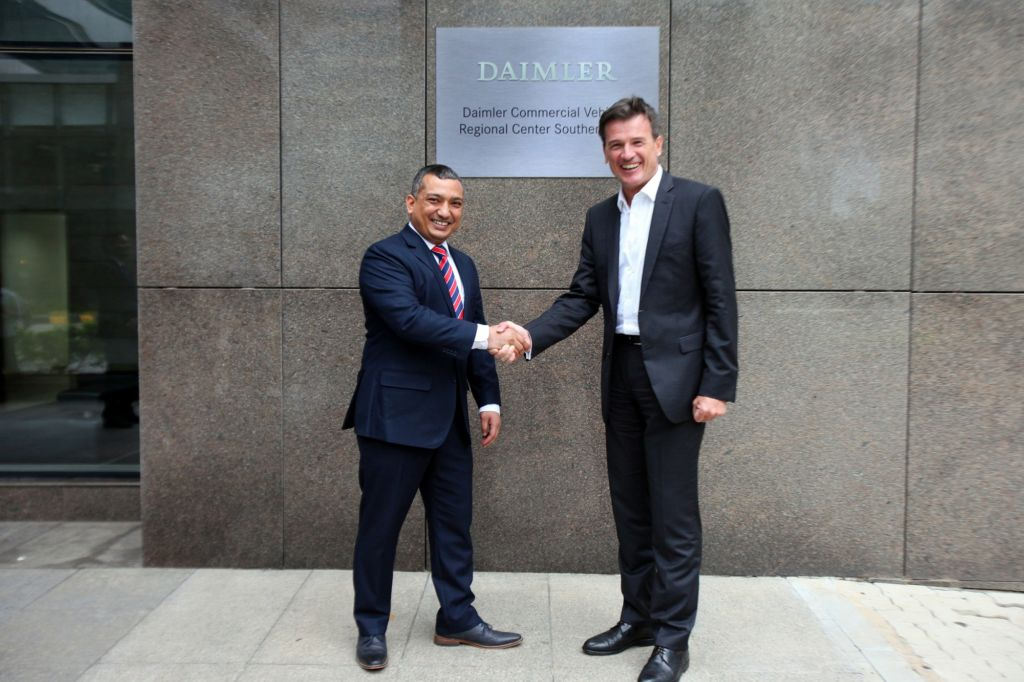 Chennai, India, May 19, 2016: Opening of the Daimler Commercial Vehicles Regional Center Southern Asia – (right) Dr. Wolfgang Bernhard, Member of the Board of Management of Daimler AG responsible for Daimler Trucks & Buses, and Amit Bisht, Head of the Daimler Regional Center Southern Asia.