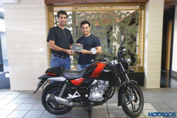 Aamir-Khan-Bajaj-V15-3-600x400