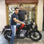 Aamir Khan Bajaj V15 4 180x180 Aamir Khan becomes a proud owner of Bajaj V; motorcycle visually customised for the actor