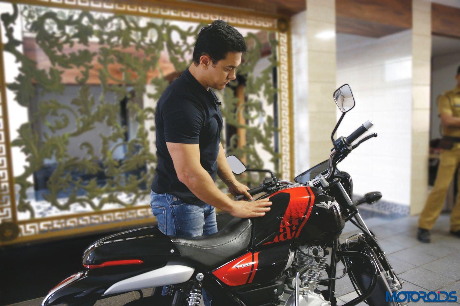 Aamir Khan - Bajaj V15 (5)
