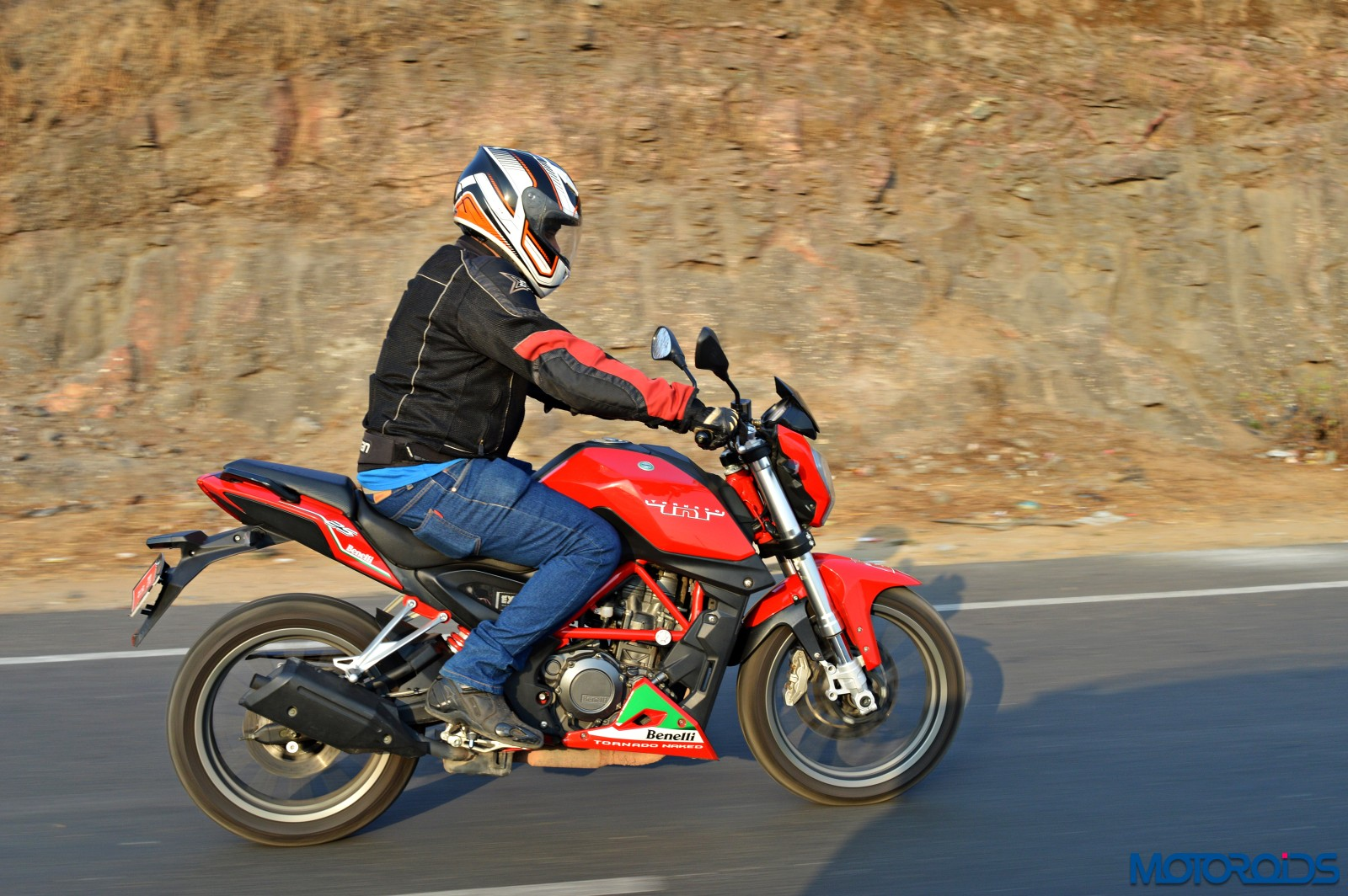 Benelli TNT25 Review - Action Shot (2)