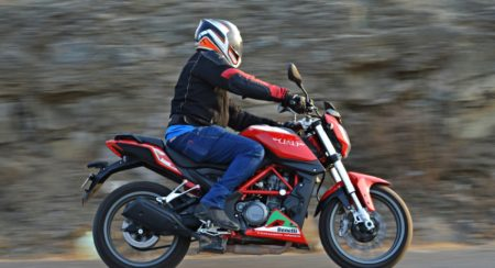 Benelli TNT25 Review - Action Shot (26)