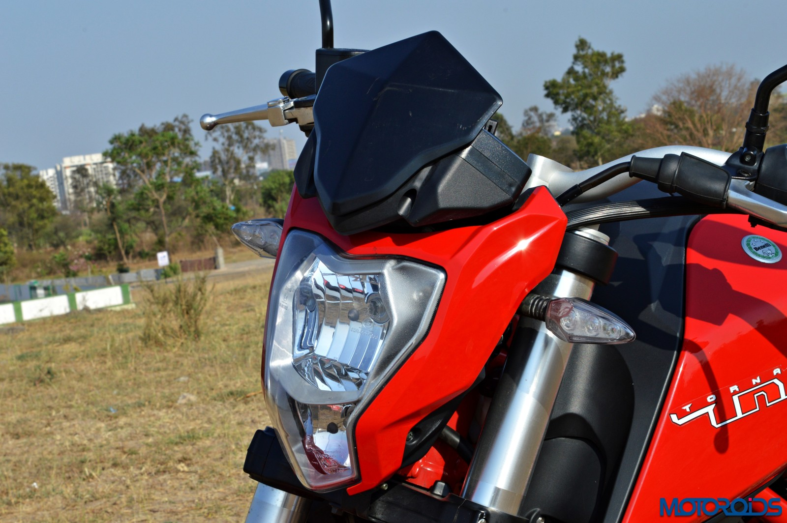 Benelli TNT25 Review - Details - Headlight (1)