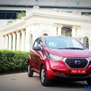 Datsun redi-Go red (2)