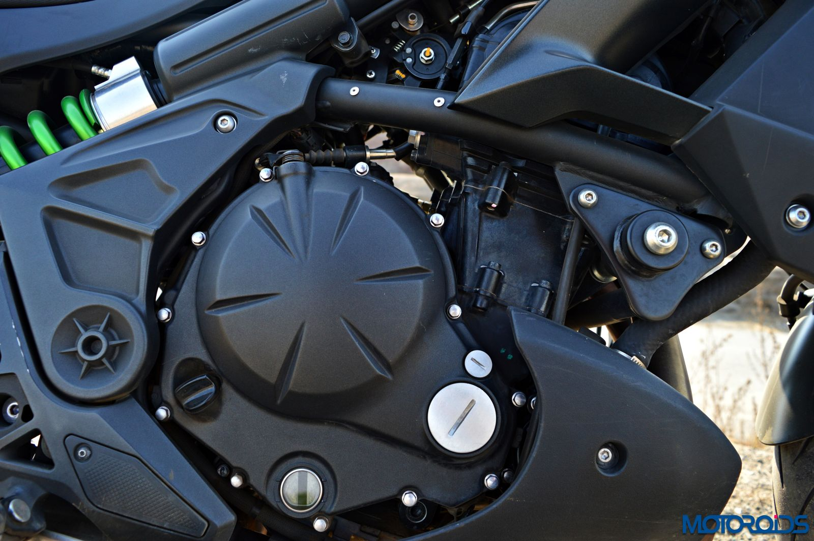 Kawasaki Versys 650 - Review - Details - Engine (2)