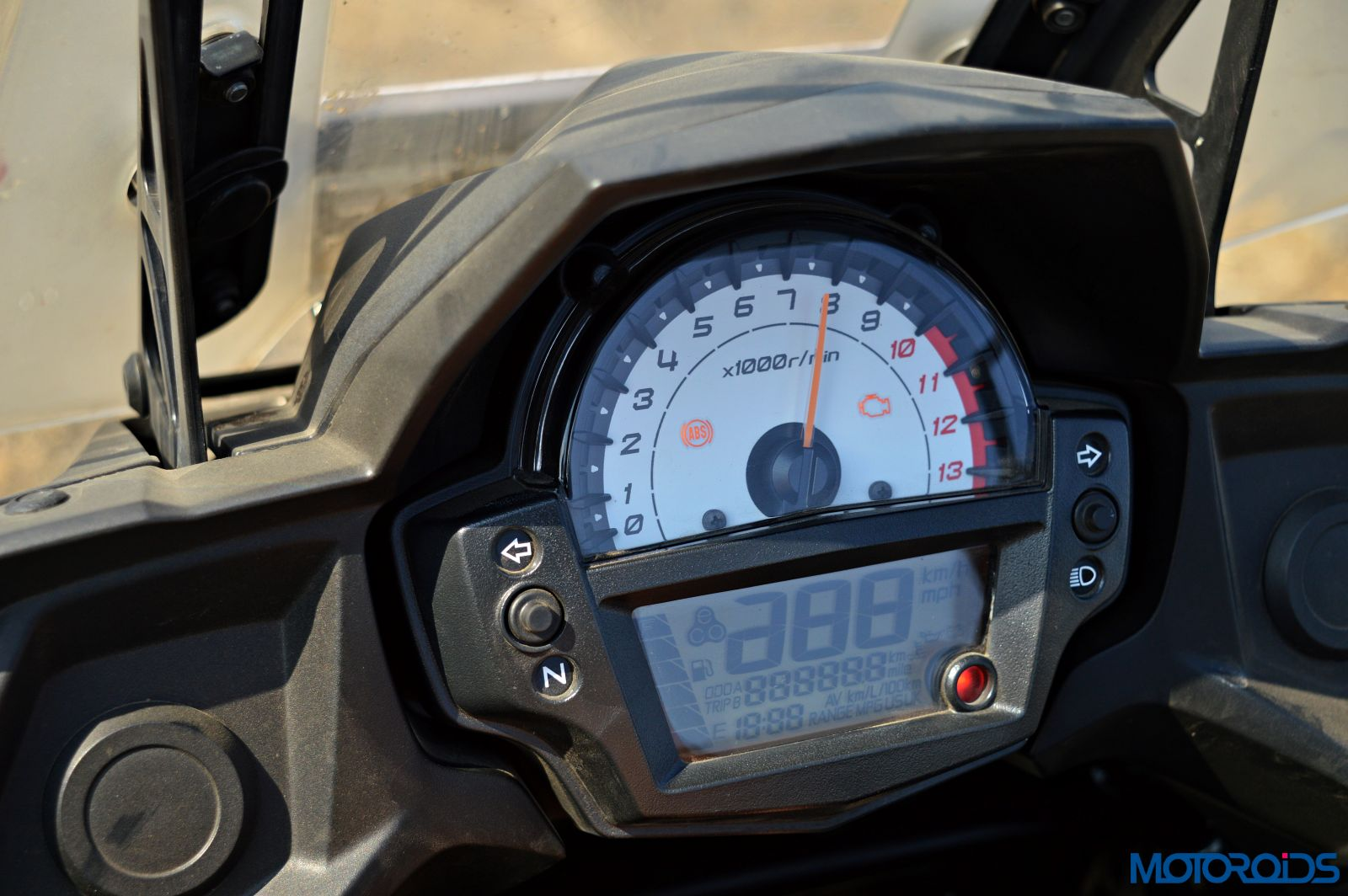 Kawasaki Versys 650 - Review - Details - Instrument Cluster (3)