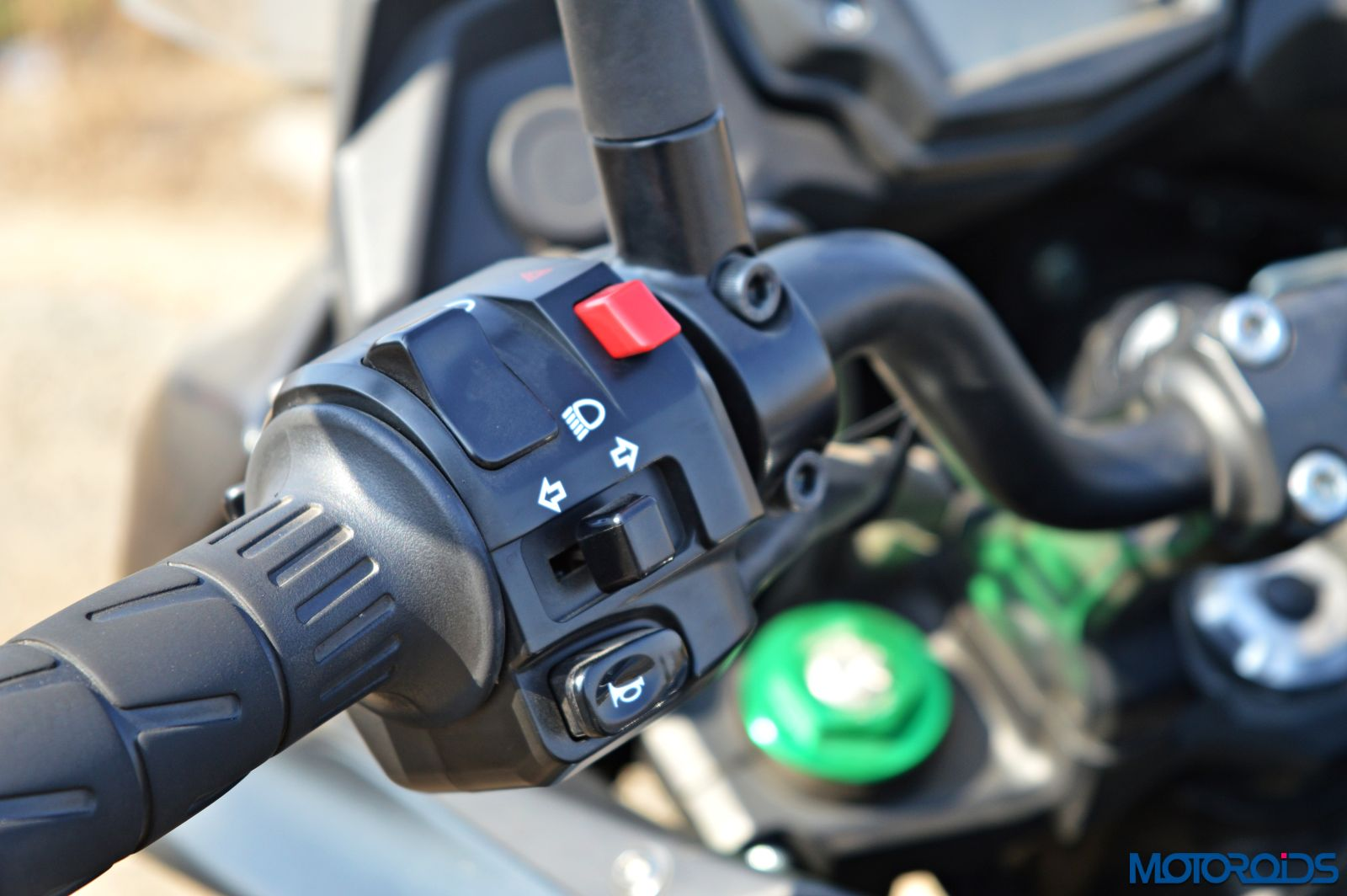 Kawasaki Versys 650 - Review - Details - Switchgear (2)