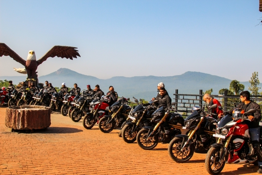 Mahindra mojo tribe concludes their first ever jungle for Mojo makers