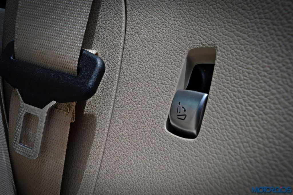Mercedes-Benz GLC 220d quick release button for rear seat
