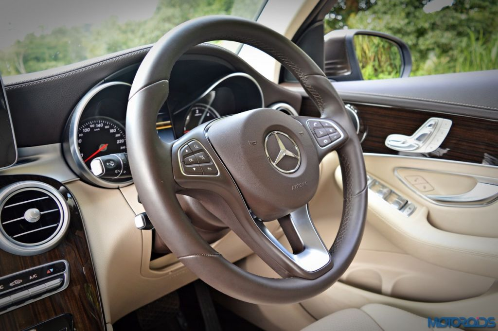 Mercedes-Benz GLC 220d steering wheel