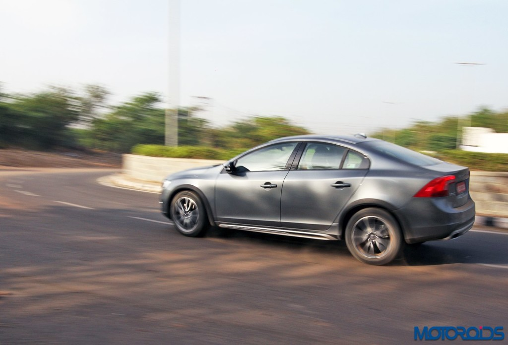 Volvo S60 Cross Country Action (4)