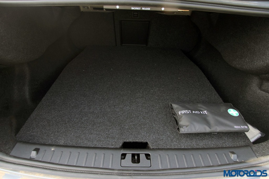 Volvo S60 Cross Country boot space storage